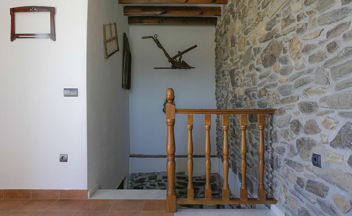 DISTRIBUIDOR, ESCALERAS